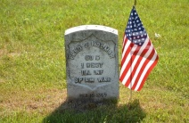 American-flag-at-grave-on-Memo